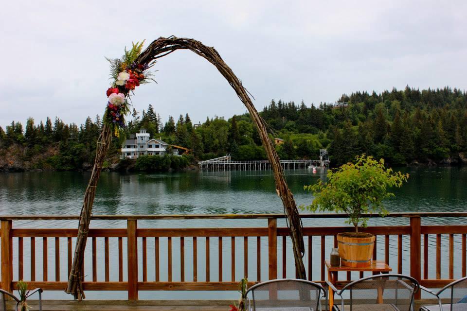 simple wedding flower arch